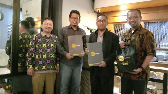 Penanda tanganan Perjanjian Kerja Sama antara Yayasan Wakaf Mulia dengan Iwakaf di Jakarta